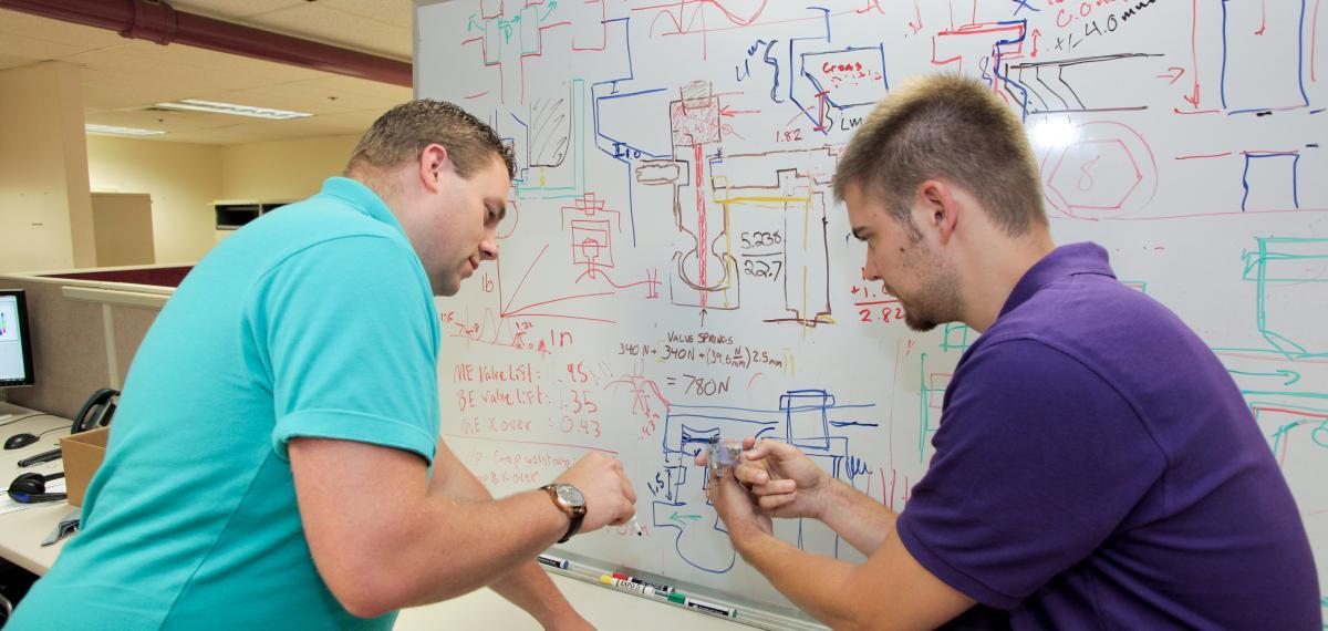 JVS-Ingenieure bei der Problemlösung